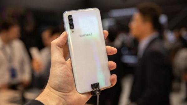 Смартфоны Galaxy A разлетаются как горячие пирожки
