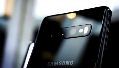 Новый смартфон Samsung получит необычный дизайн