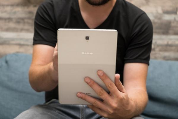 Новый складной смартфон Samsung получит 13-дюймовый дисплей