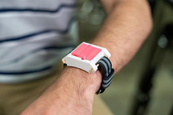 EpiWear – «часы» с автоинъектором адреналина