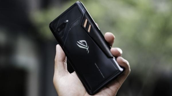 Asus уже работает над вторым поколением игрового смартфона ROG Phone