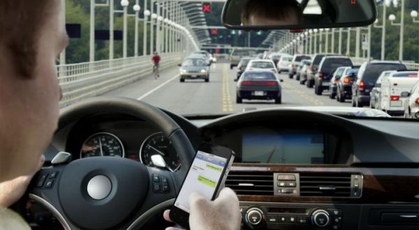 Исследование: пользователи смартфонов за рулем опаснее пьяных водителей