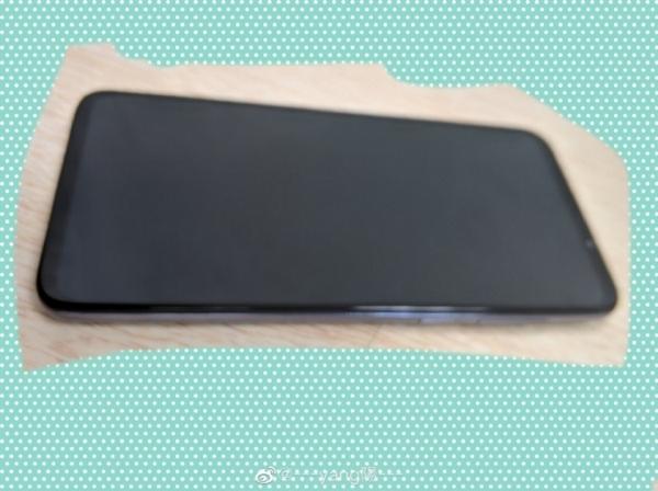 Meizu 16T появился на «живых» снимках с тройной основной камерой