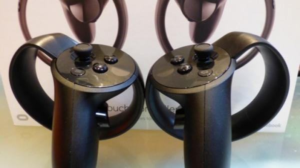 Внутри контроллеров Oculus Touch нашли загадочные надписи