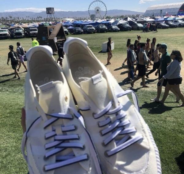 AirDrop помог рэперу Childish Gambino раздать брендовые кроссовки
