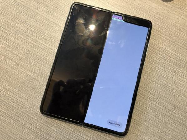 Складной смартфон Galaxy Fold отложен на неопределенный срок