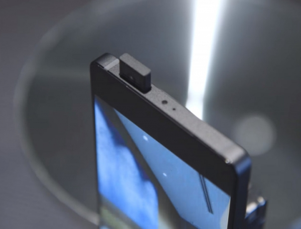 Xiaomi готовит два смартфона с выдвижными камерами и процессором Snapdragon 855