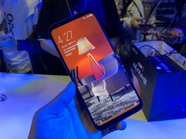 Nubia выпустила необычный смартфон с кулером для охлаждения процессора