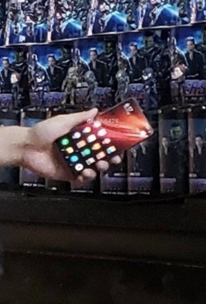 Флагманский смартфон Redmi снова появился на «живых» фотографиях