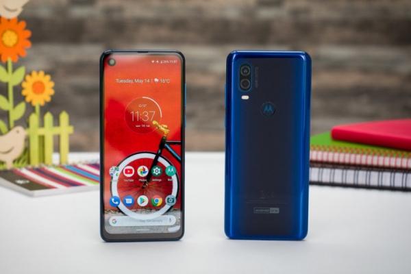 Motorola One Vision: стильный доступный смартфон со сверхдлинным дырчатым дисплеем