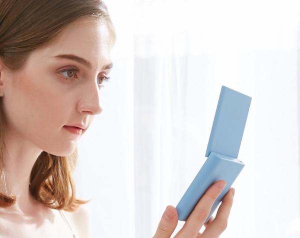 Xiaomi VH Makeup Mirror Mini: зеркало для макияжа с LED-подсветкой и батареей на 3000 мАч за $18