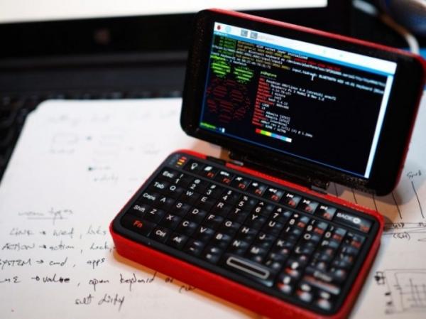 hgTerm – крошечный 4-дюймовый ноутбук размером со смартфон