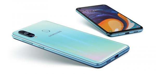 Samsung Galaxy M40 на официальных рендерах: тройная основная камера и подэкранная фронтальная
