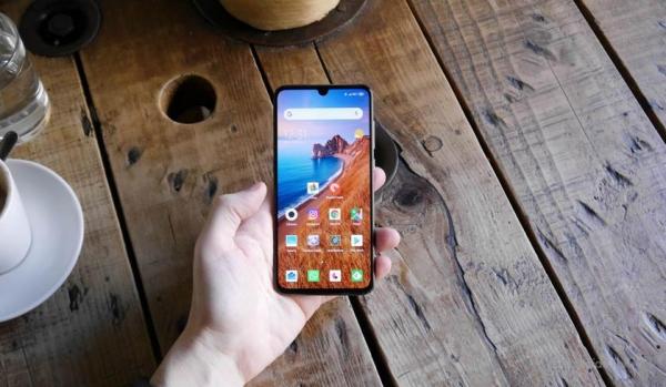 Не только Mi 9: Xiaomi добавит функцию DC Dimming во все смартфоны с OLED дисплеями