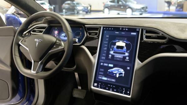 Автомобили Tesla научились диагностировать проблемы и заказывать запчасти