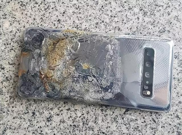 Galaxy S10 5G загорелся и уничтожил сам себя
