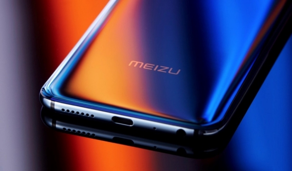 Meizu 16Xs появился на изображениях с тройной камерой и экраном без отверстий и вырезов