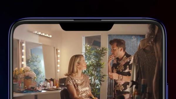 Xiaomi высмеяла смартфоны с «челкой» в рекламе Mi 9T