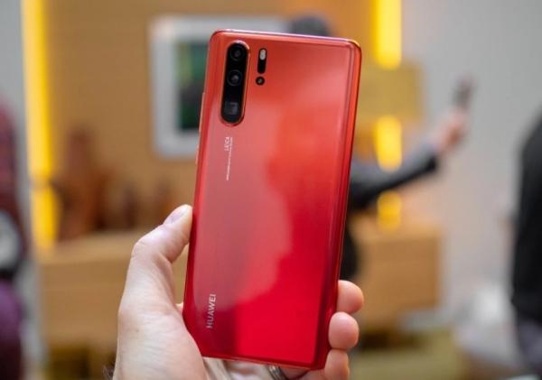 Huawei P30 Pro получил новое обновление EMUI: добавили DC Dimming, улучшили камеру и работу подэкранного сканера