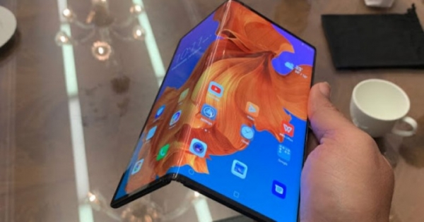 Складные смартфоны отступают: Huawei отложил запуск Mate X