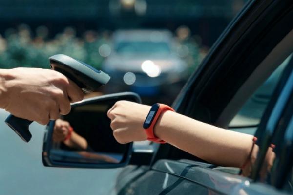 Xiaomi официально представила фитнес-браслет Xiaomi Mi Band 4