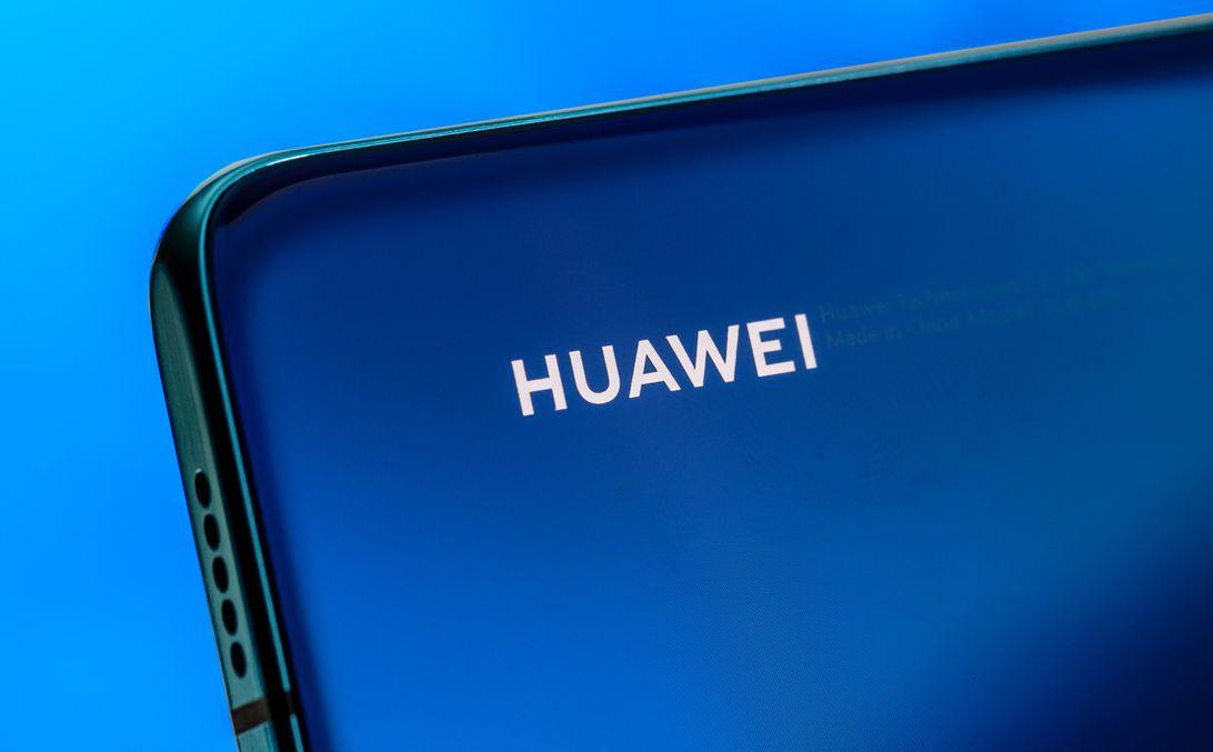 Huawei сокращает производство