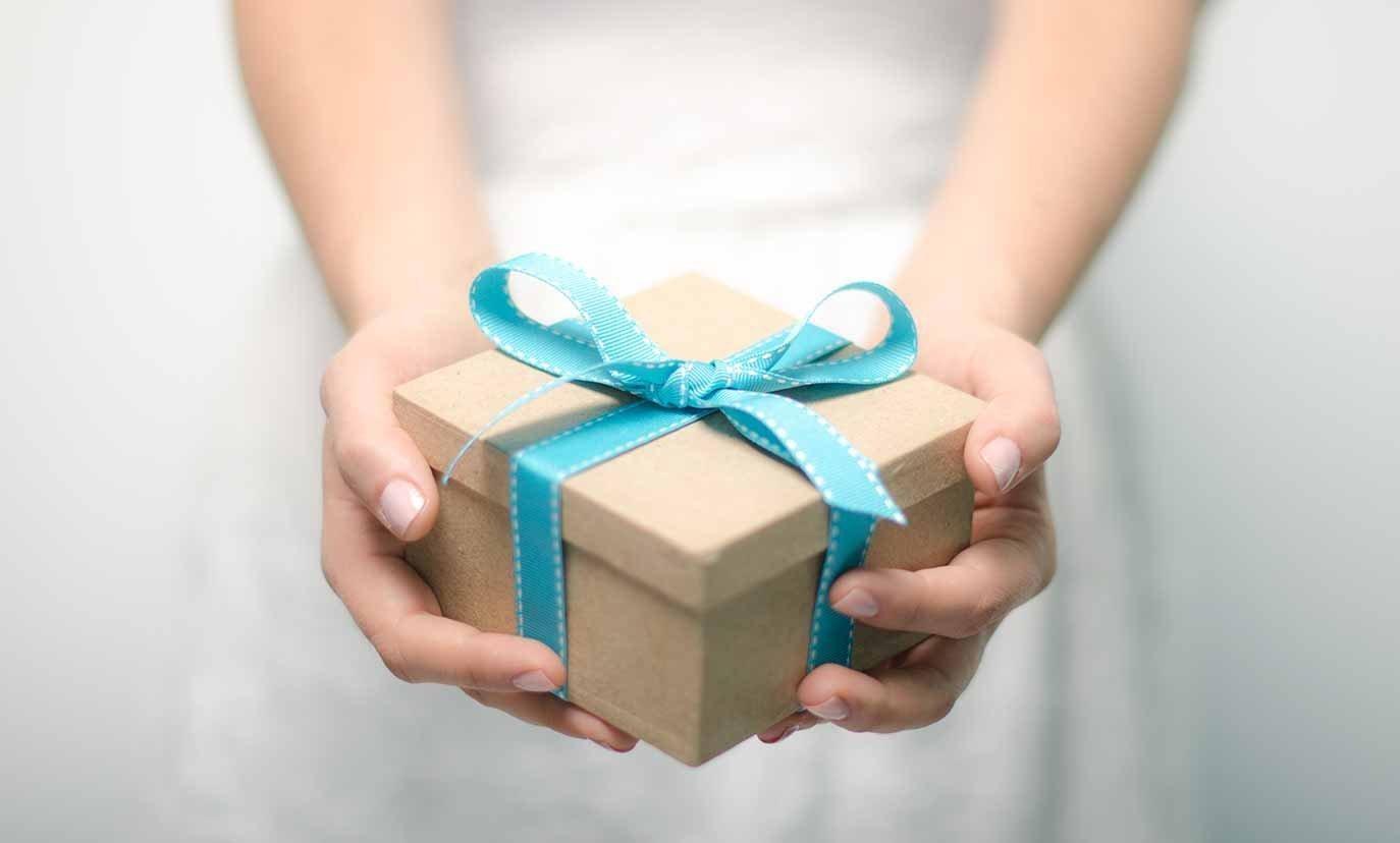Что подарить на свадьбу молодоженам оригинальное недорого