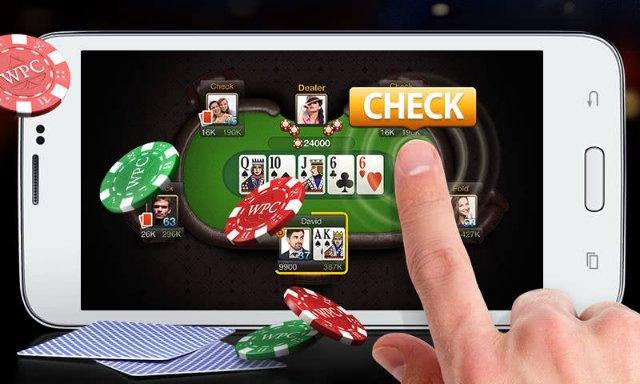 Стоит ли играть в покер на телефоне или нет?